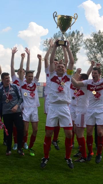 Zwycięzcy turnieju piłkarskiego w seminarium w Siedlcach