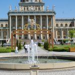 Licheń: Brama Jubileuszowa i obraz koronacyjny