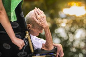 Opieka nad starszym człowiekiem