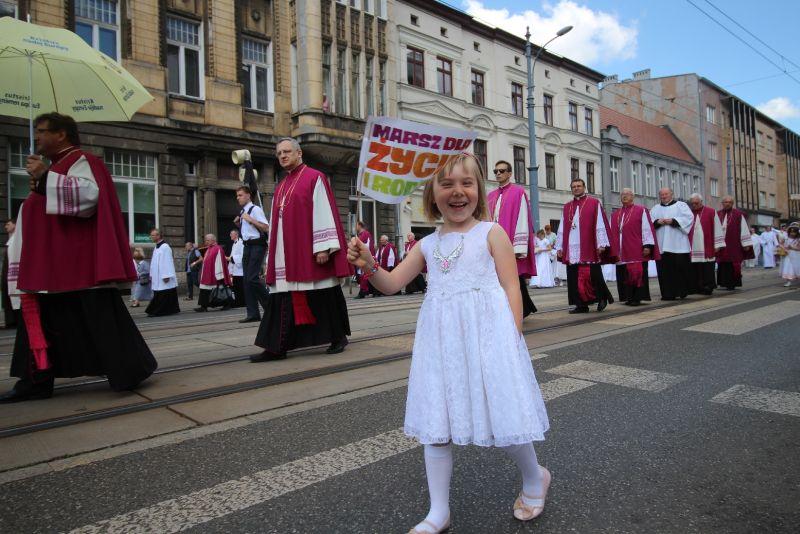 Msza św. w święto Eucharystii dziecko marsz
