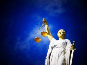 sąd prawo sprawiedliwość