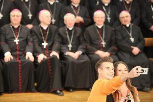 młodzież biskupi