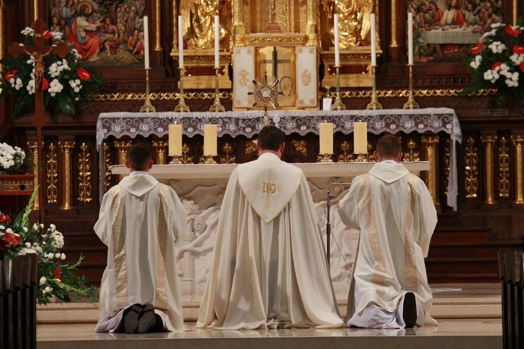 ksiądz kapłan księża