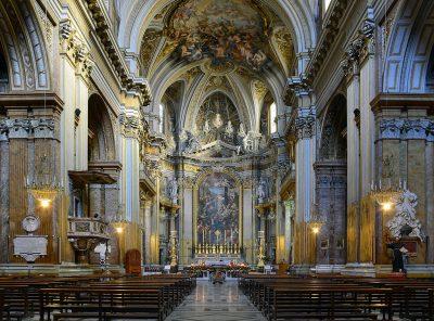 Wnętrze bazyliki Dwunastu Apostołów
