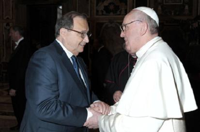 Papież Franciszek, krótko po wyborze na Stolicę Apostolską przyjmuje Abrahama Foxmana. Fot. Archiwum