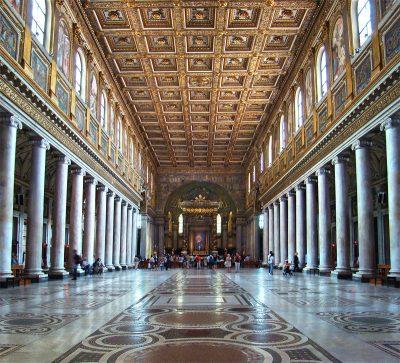 wnętrze bazyliki Matki Bożej Większej w Rzymie