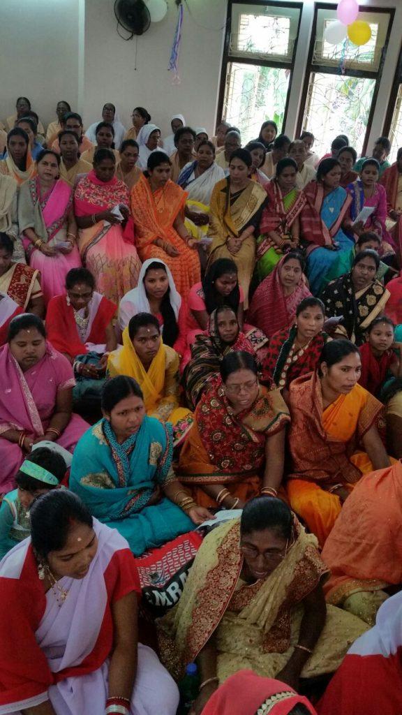 Kobiety podczas Mszy w Puri