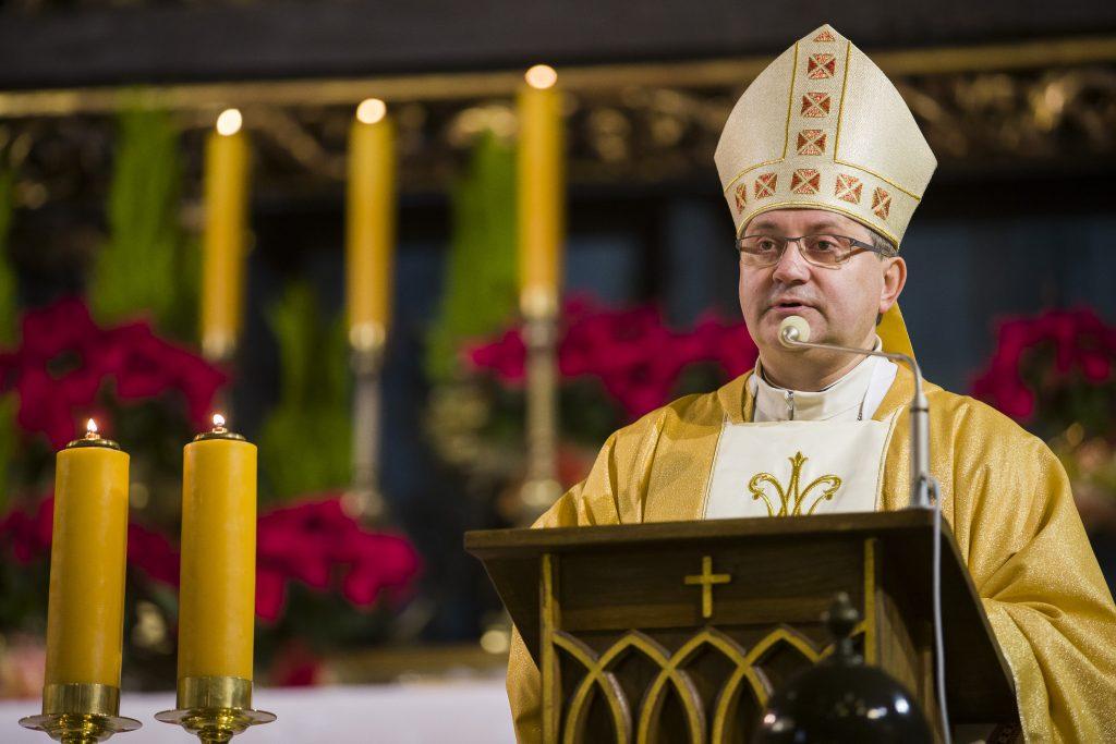 bp Damian Muskus w bazylice mariackiej w Krakowie