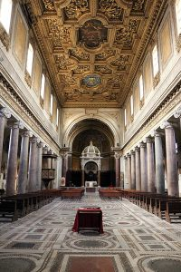 Wnętrze bazyliki św. Chryzogona