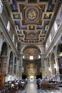 wnętrze bazyliki św. Marcelego
