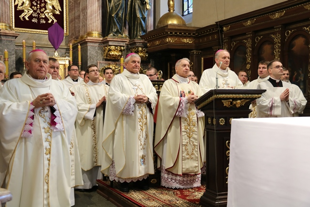 biskupi w sanktuarium św. Józefa
