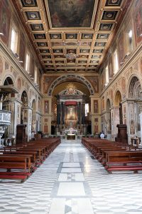 Wnętrze bazyliki św. Wawrzyńca In Lucina w Rzymie
