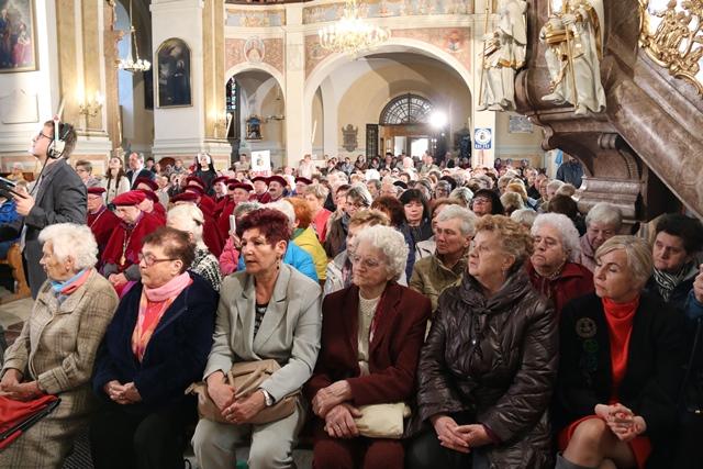 Wierni w sanktuarium św. Józefa