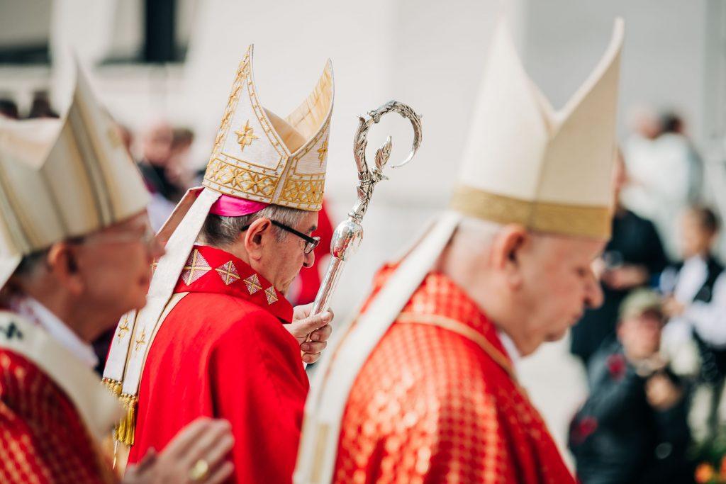 Dziwisz, biskupi, episkopat