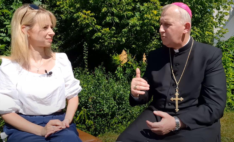 """""""Biskup też człowiek"""" – premiera nowej inicjatywy Patrycji Hurlak na YT"""